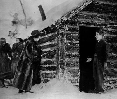 The Gold Rush UNSIGNED photo - K3491 - Charlie Chaplin and Georgia Hale