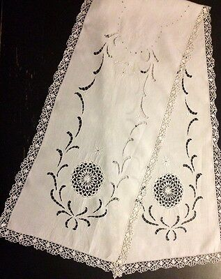 Antique Long Snow White Runner w/Inserted Bobbin Lace in Shape of Chrysanthemum