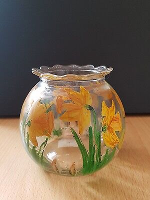 Lovely glass decrotive bowl, hand painted daffodils pattern (b44)