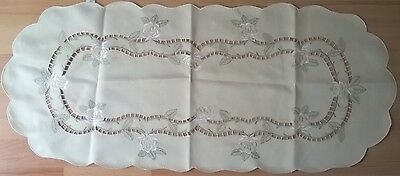 Cream Decorated Table Runner & Napkins