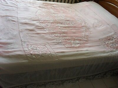 Gorgeous Vintage Cambric Coverlet With Handmade Filet Lace