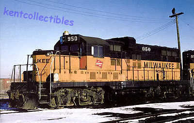 "Milwaukee Road ""GP20"", nee GP9 diesel locomotive train railroad postcard"