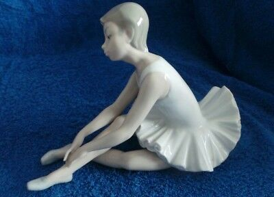 NAO by Lladro Slipper Ballet Porcelain Figure Ballerina in Excellent condition