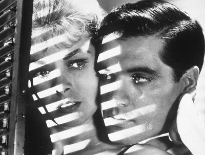 Psycho UNSIGNED photo - K3931 - Janet Leigh and John Gavin