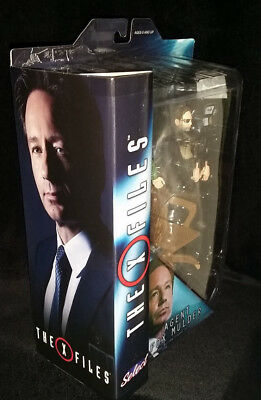 The X Files Agent Fox Mulder  Collectable Action Figure & Base Gift  - Brand New