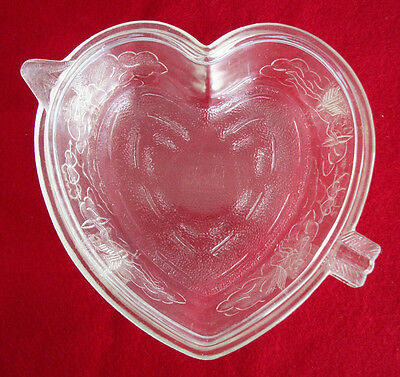 Safe-Bake Heart Covered Glass Baking Dish Cupids Large 5 Cup Bottom 2 Cup Top
