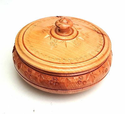 Small round wooden carved sweets box for jewelries accessoires handmade  new