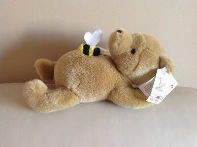 Classic Pooh Gund Disney Winnie the pooh Relaxing With Bee Soft Plush Toy
