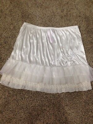 Melody L 100% Polyester Short Ivory Slip W/ Ruffle and Lace Hem - NWT