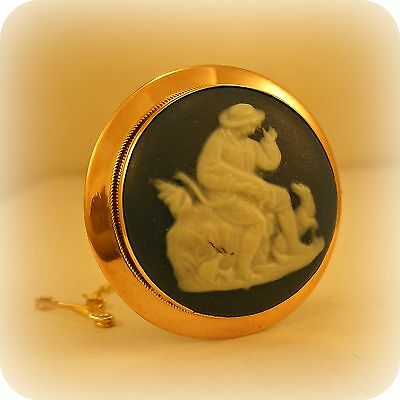 Vintage Wedgwood Cameo Brooch Pin, 9 carat gold, circa 1930 from Cropp & Farr