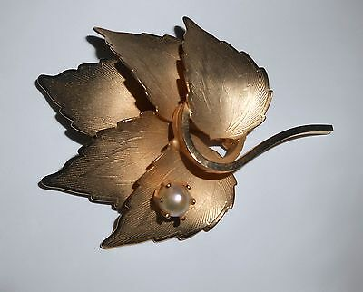Vintage Etched Gold Tone Leaf Brooch Pin Simulated Pearl