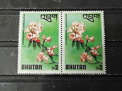 Paire 2 timbres neuf Bhoutan : Fleur Rhododendron campanulatum