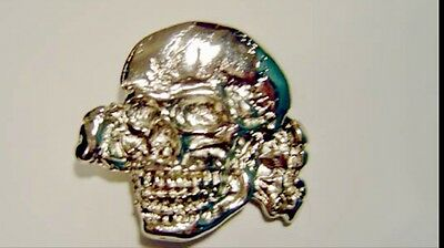 Metal buckle with Skull with tibiae