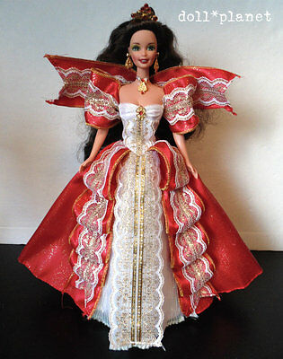 HAPPY HOLIDAYS BARBIE DOLL - beautiful Brunette 1997 fancy red gold ribbon gown