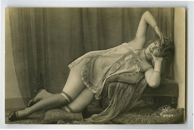 1920s French Risque n/ Nude YOUNG LADY woman women photo postcard