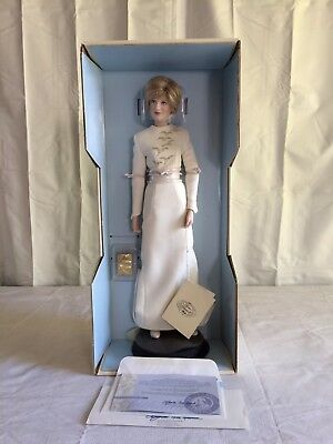"""Franklin Mint Diana Princess Of Wales 17"""" Porcelain Doll White Gown Accessories"""