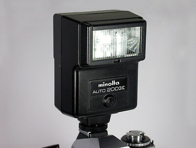 Minolta Electronic Flash Auto 200X & Pouch