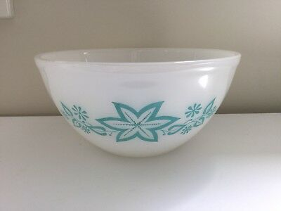 Vintage Agee Pyrex 'Turquoise Star Fruit' Nesting Bowl