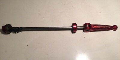 Hope Rear Skewer Red.  710/86