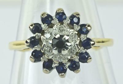 A SOLID 18ct GOLD NATURAL DIAMOND & SAPPHIRE CLUSTER RING, SIZE N, HALLMARKED