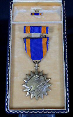 Complete Wwii Usaaf / Usn Air Medal Set With Full Wrap Broach & Single Line Case
