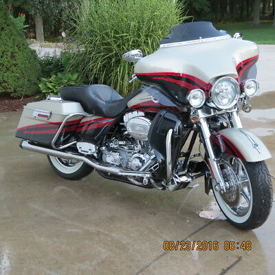 Harley-Davidson: Touring 2006 FLHTCUSE Screamin' Eagle Ultra Classic  Electra Glide