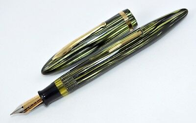 Large Sheaffer Balance 500 Green Striated fountain pen; two-tone 14 K; 139 mm.