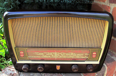 1956 Philips 353A AC mains 7 valve AM/FM compact table radio - works very well