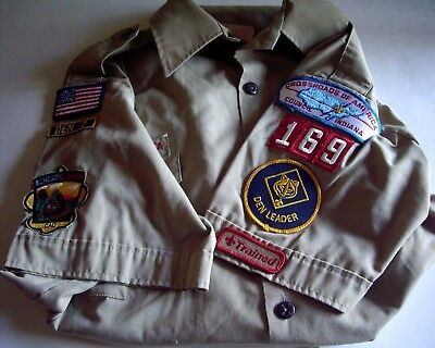 Cub Scout Den Leader's Official Shirt With Patches, Large 16-16 1/2, Light Use.