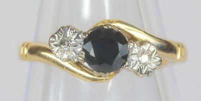 A VINTAGE SOLID 18ct GOLD DIAMOND & SAPPHIRE TRILOGY RING SIZE J (US 4.75)