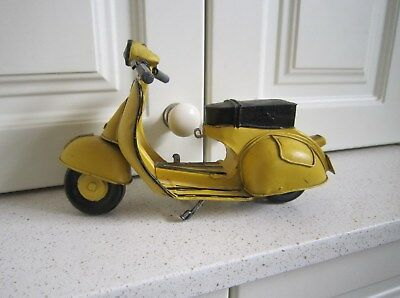 Large Vintage Style YELLOW VESPA Classic Collection MOTOR BIKE SCOOTER