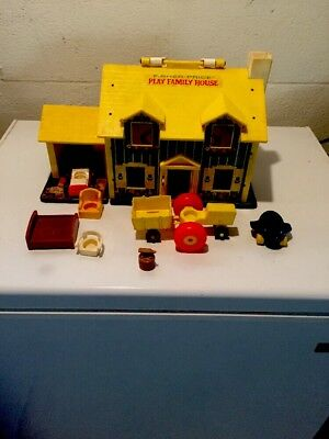 Vintage 1969 Fisher Price Little People FAMILY PLAY HOUSE With Extras #952
