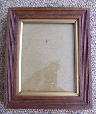 An Antique Vintage Reeded Small Portrait Picture Frame..