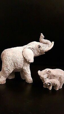 Elephant Figurines 88 UDC mom and Baby united design Canada