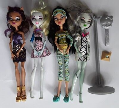 Monster high dolls 4 bulk lot Clawdeen Lagoona Cleo Draculaura good played cond
