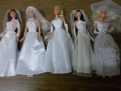 barbie dolls , collectable , lot of dolls , old dolls