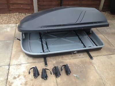 Halfords roof box and THULE bars (used on SKODA YETI)- without feet
