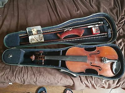 Old violin and extras