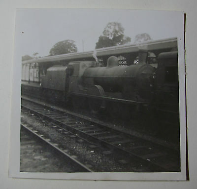 ENG1744 - 1950s GNR GREAT NORTHERN RAILWAY - LOCOMOTIVE in STATION PHOTO