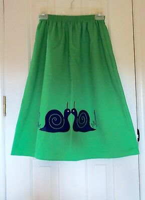 VINTAGE 1950s SKIRT A-LINE KELLY GREEN EMBROIDERED WITH NAVY BLUE SNAILS SZ: MED