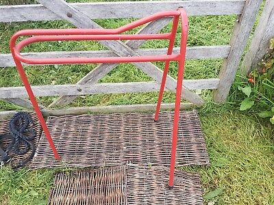 Red metal Saddle Stand