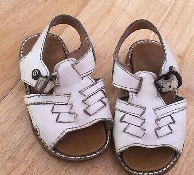 Vintage Child's (Toddlers) White Leather Sandals Size 6 (Toddler) Make Iapua