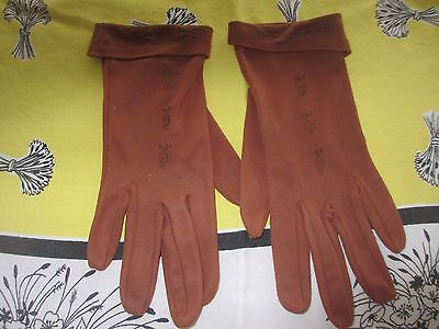 Vintage mid Brown Ladies 1960s Gloves,wrist detailed stitching & back of hand
