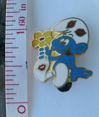 Vintage Smurf Goofy Love and Kisses with Flowers Pin