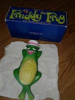 Vintage AVON  FREDDIE THE FROG Floating Soap Dish MINT & 3 oz. Soap In Box!