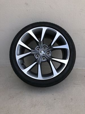 HOLDEN COMMODORE VF SSV 19x8 INCH WHEEL AND TYRE