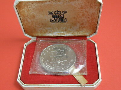 GIBRALTAR - 1967 CASED SILVER ONE CROWN COIN - Key Below Castle