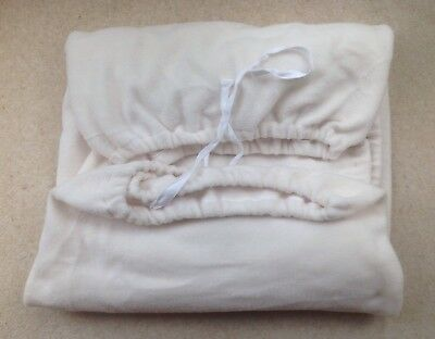 """Elasticated Fleece Massage Table/Therapy Couch Cover In Cream (27"""" Width)"""