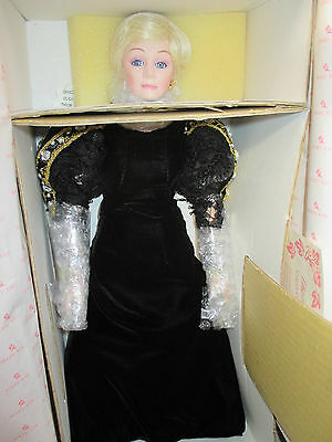 Marykay Ash 30th Anniversary Doll NEW!!!!!!!!