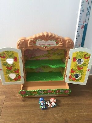 Vintage Strawberry Shortcake House/Bakery. Wall Hanging Display Case & Doll 1979